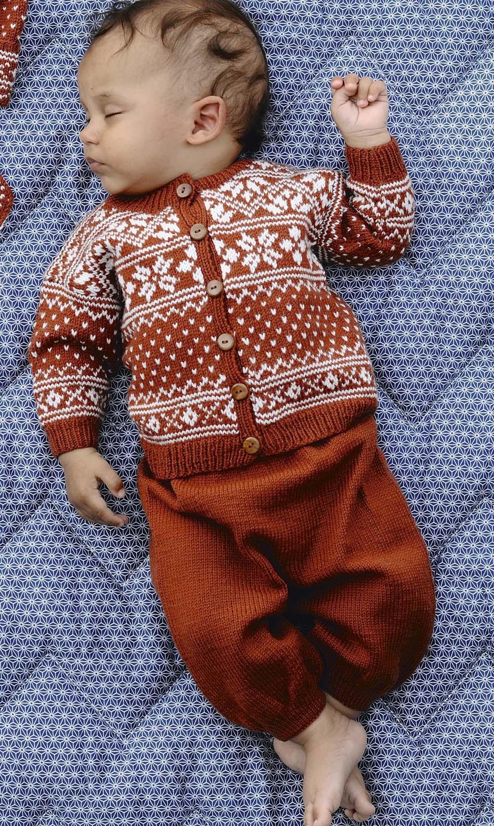 Комплект из штанишек и кофты для малыша
