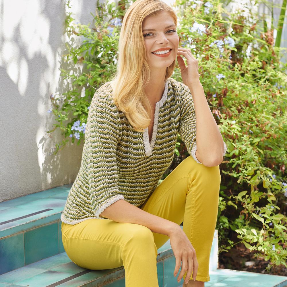 Пуловер с трехцветным структурным узором