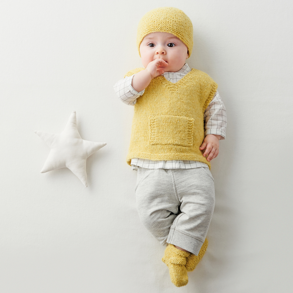 Шапочка, безрукавка и пинетки для новорожденного