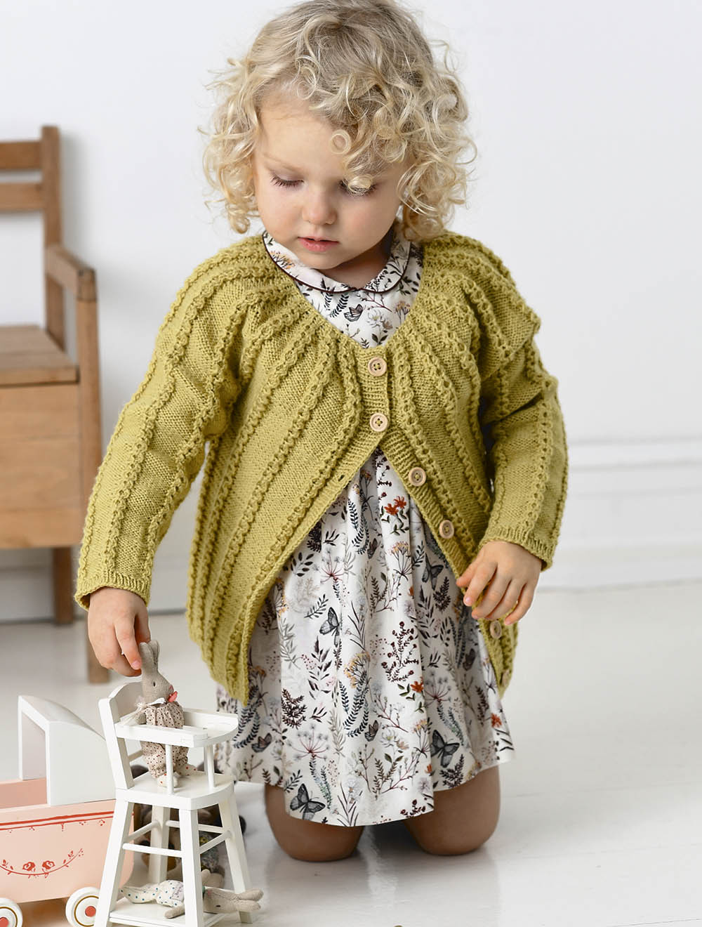 жакет с круглой кокеткой для девочки схема вязания спицами вяжем