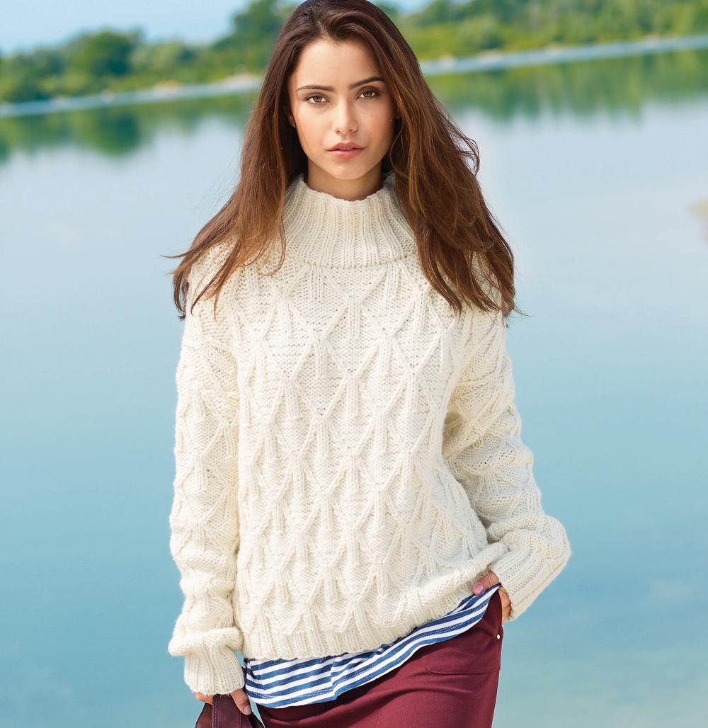 свитер с широкой планкой горловины схема вязания спицами вяжем