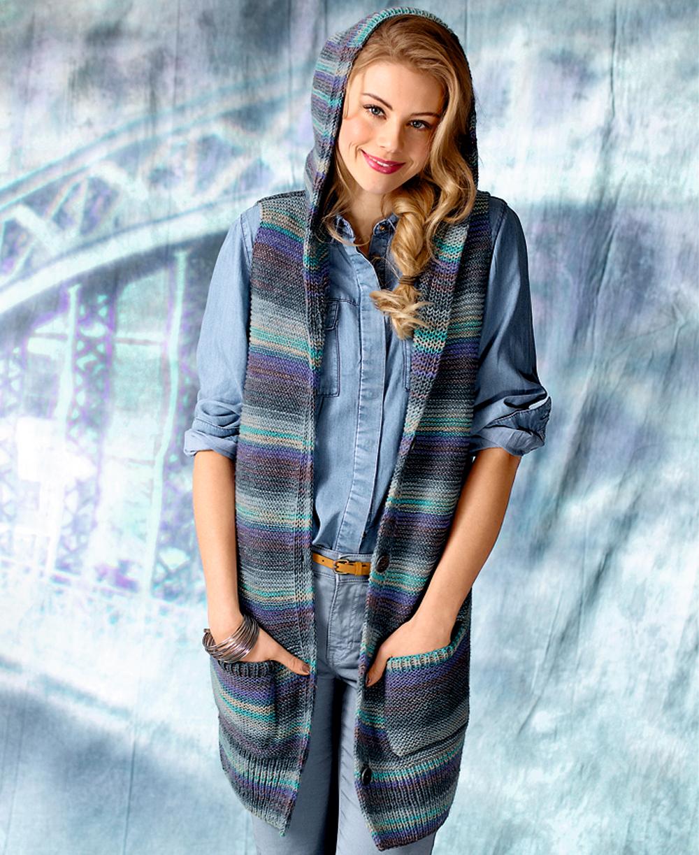 удлиненный жилет с капюшоном и карманами схема вязания спицами