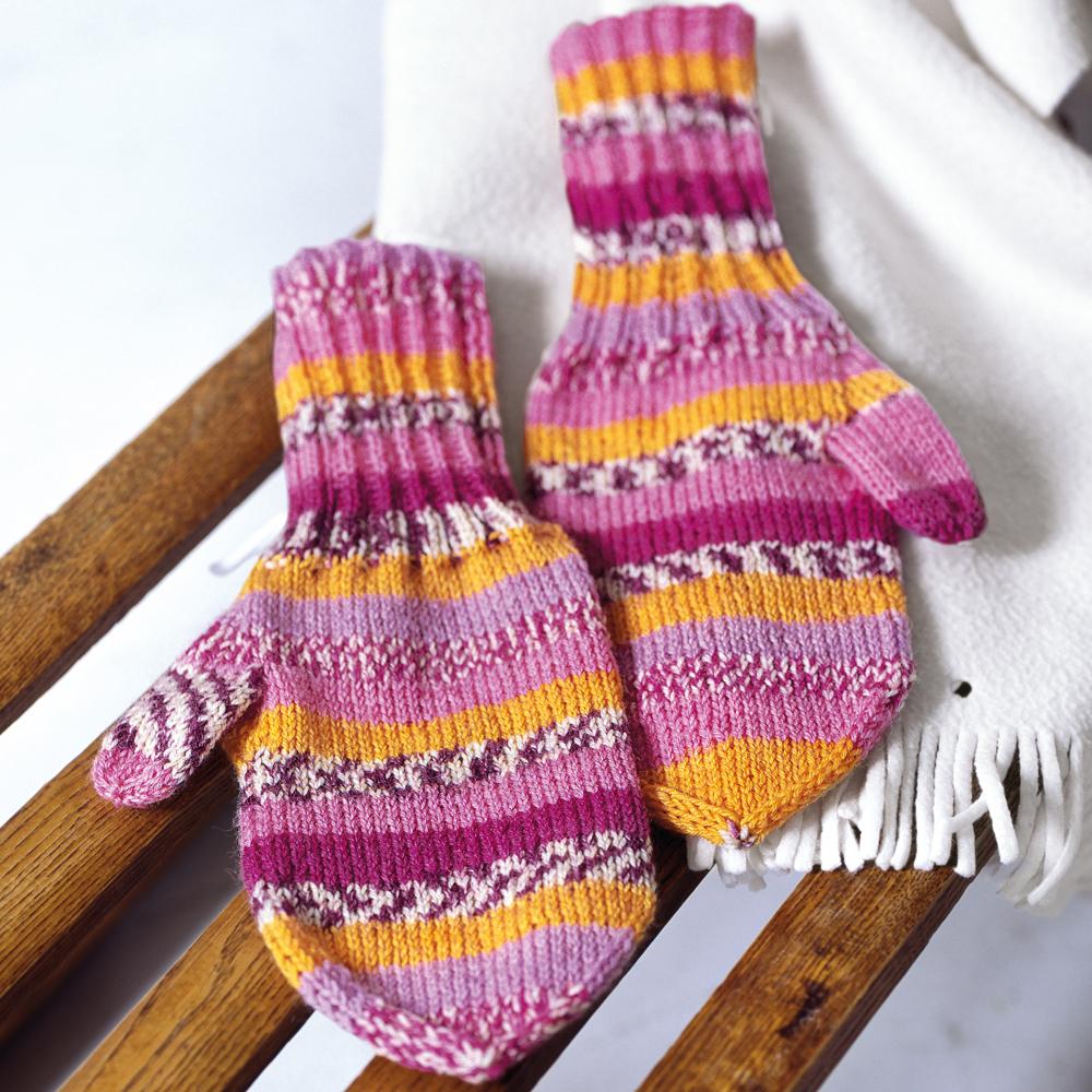 схема вязанного пуловера с цветными полосами