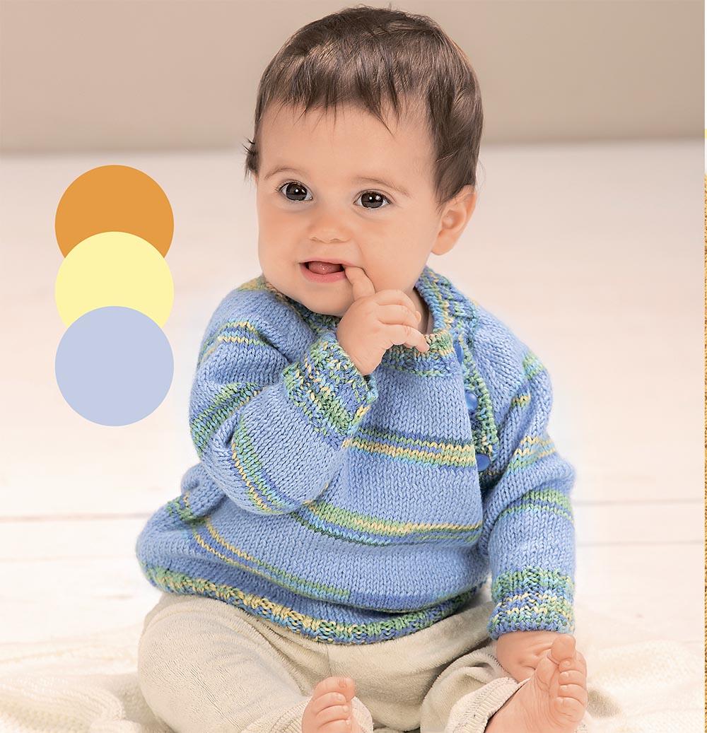 Голубой джемпер с цветными полосами