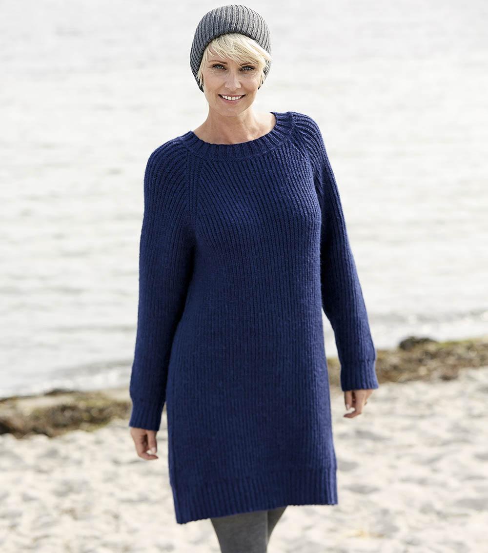 Синее платье-туника с рукавами реглан