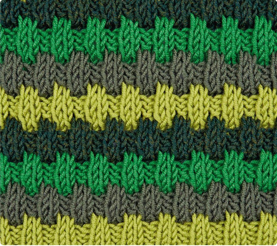 Трехцветный узор со снятыми петлями
