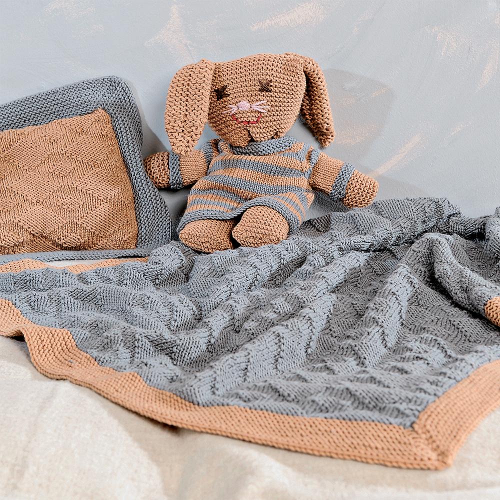 покрывало и подушка с рельефным узором схема вязания спицами