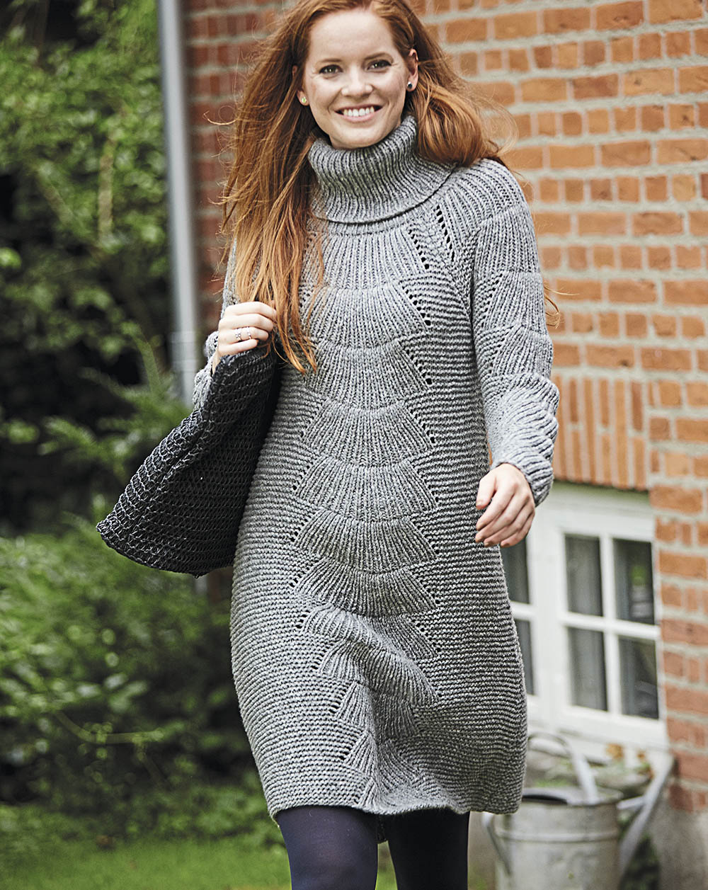 3333d875ac81525 Платье-свитер с узором «Веер». Эффектный узор, объемный высокий воротник ...