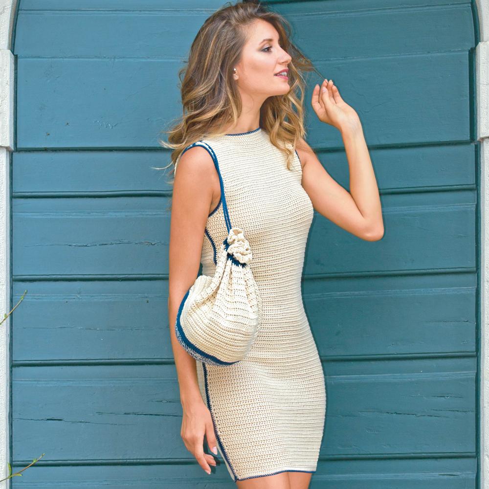 Платье-футляр с контрастной отделкой