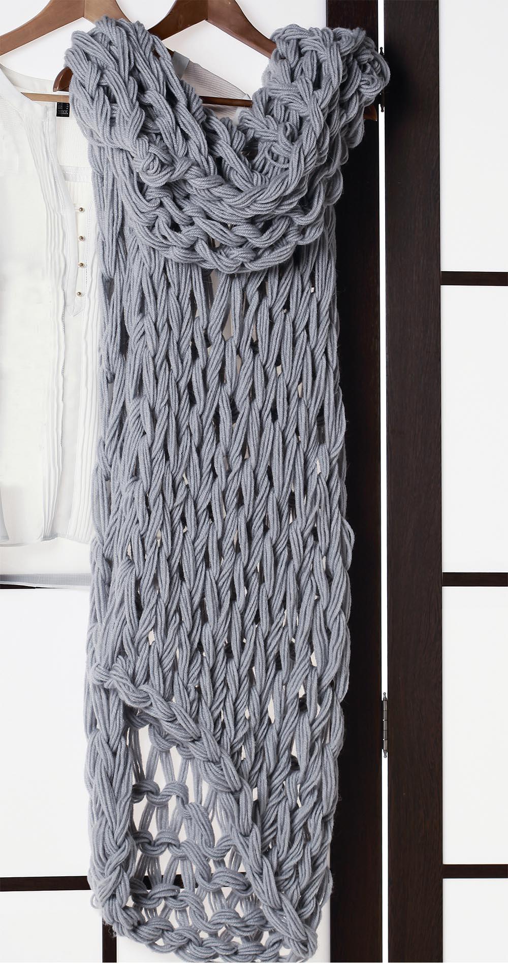 Как связать шарф на руках