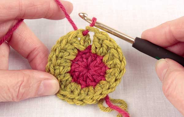 Вязанные шапки и береты крючком и 8