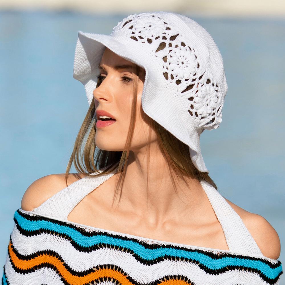 Белая шляпа с полями и кружевом