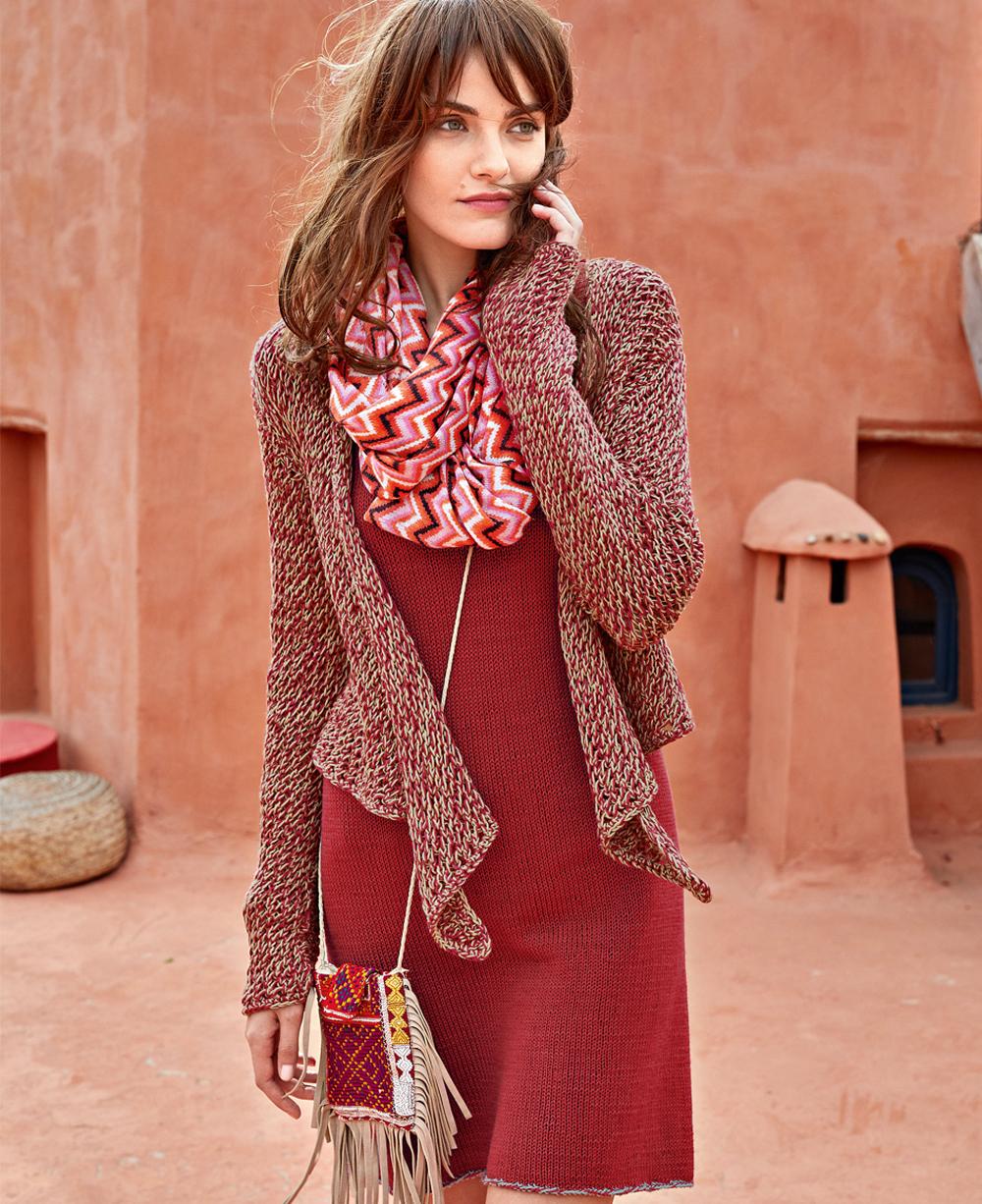 Красное платье и меланжевый жакет