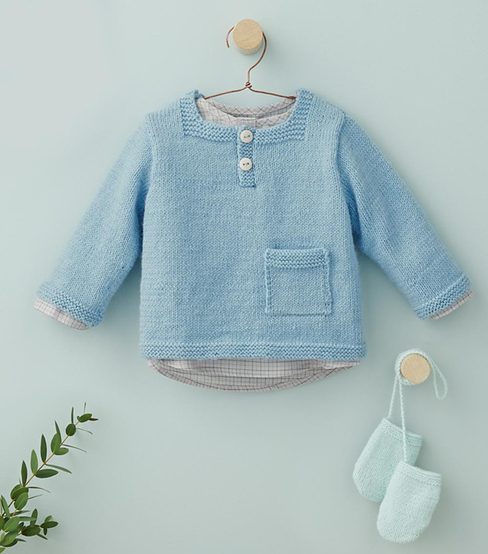Голубой пуловер и варежки для малыша