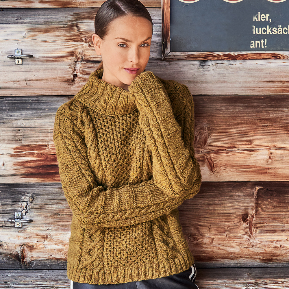 318ee071eeb Удобный свитер с сочетанием узоров - схема вязания спицами. Вяжем Свитеры  на Verena.ru