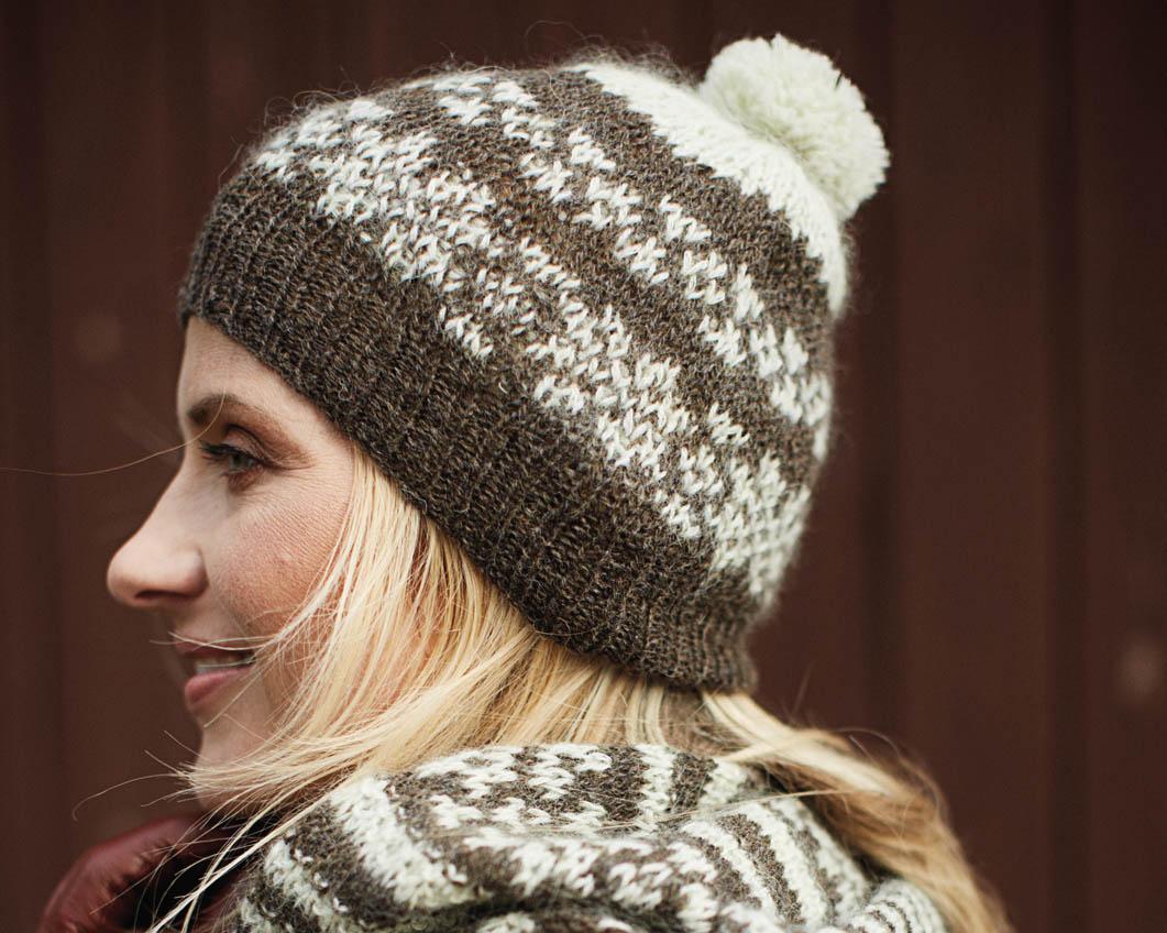 схема вязания женских шапок с помпоном спицами
