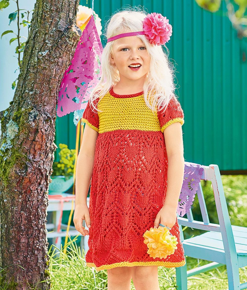 Двухцветное платье с ажурным узором