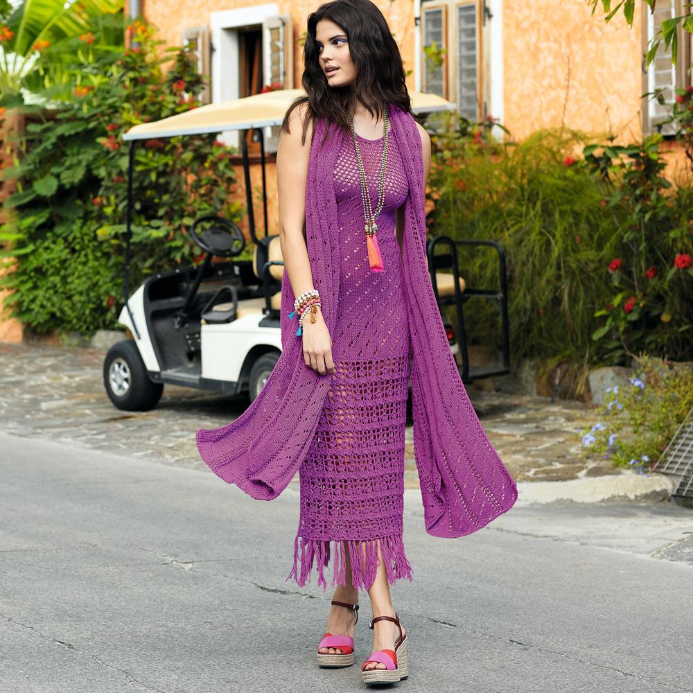 Ажурное платье и шарф цвета фуксии