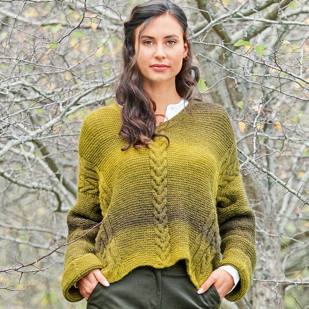Пуловер с диагональными «косами»