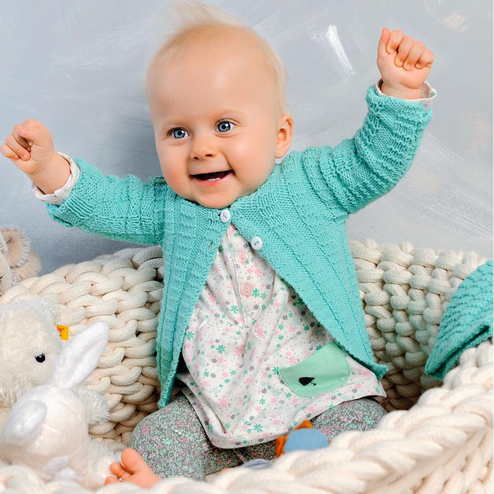 Кофта, шапка и носочки для ребенка спицами