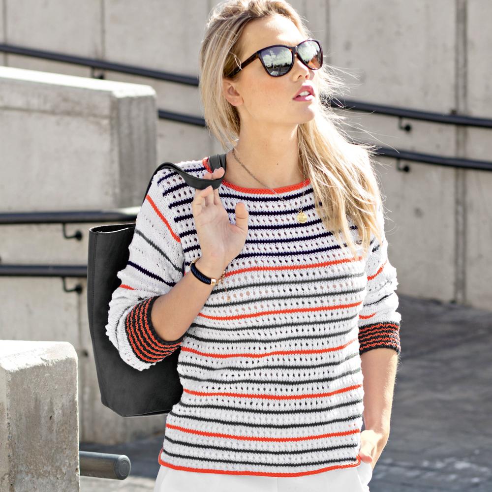 Пуловер в полоску с ажурным узором