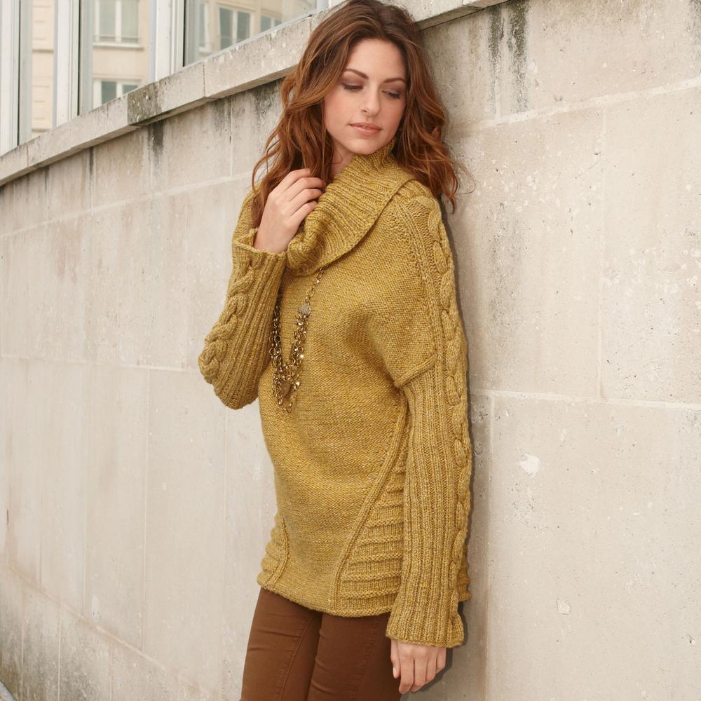 Удлиненный свитер с «косами» на рукавах