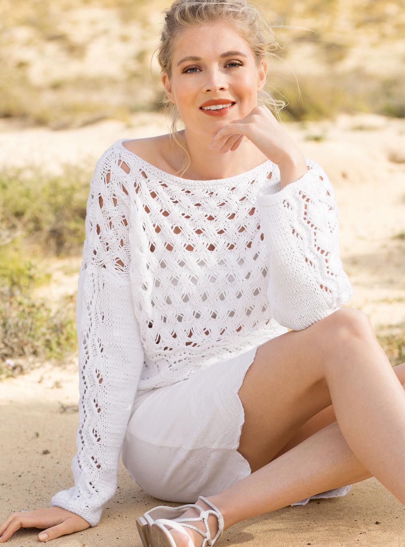 Белый пуловер с узором из вытянутых петель