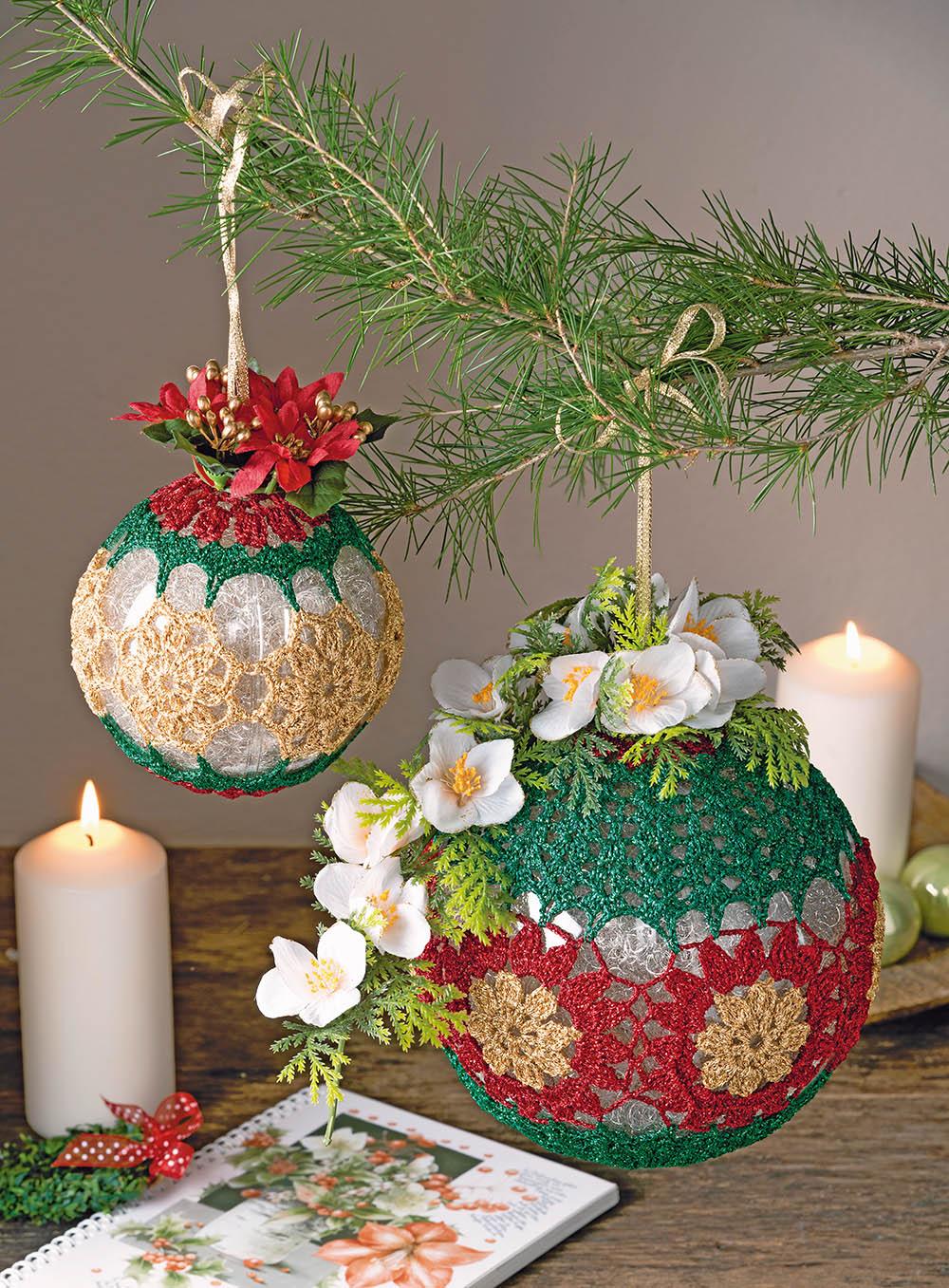 Два шара с цветочным декором