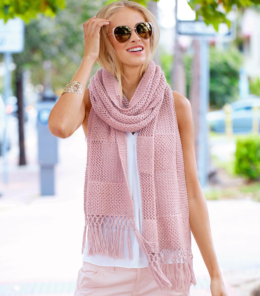 Нежно-розовый шарф