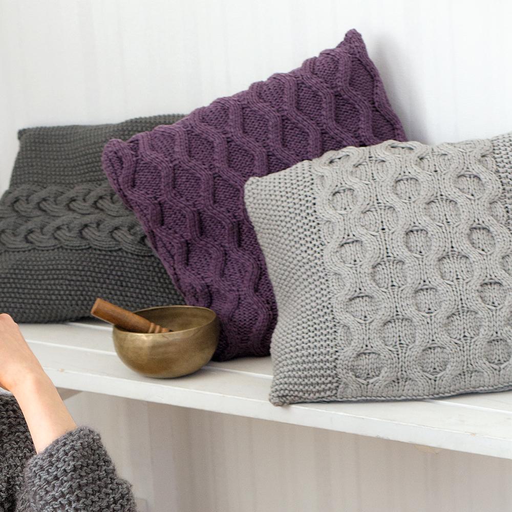 чехлы для подушек с рельефным узором схема вязания спицами вяжем