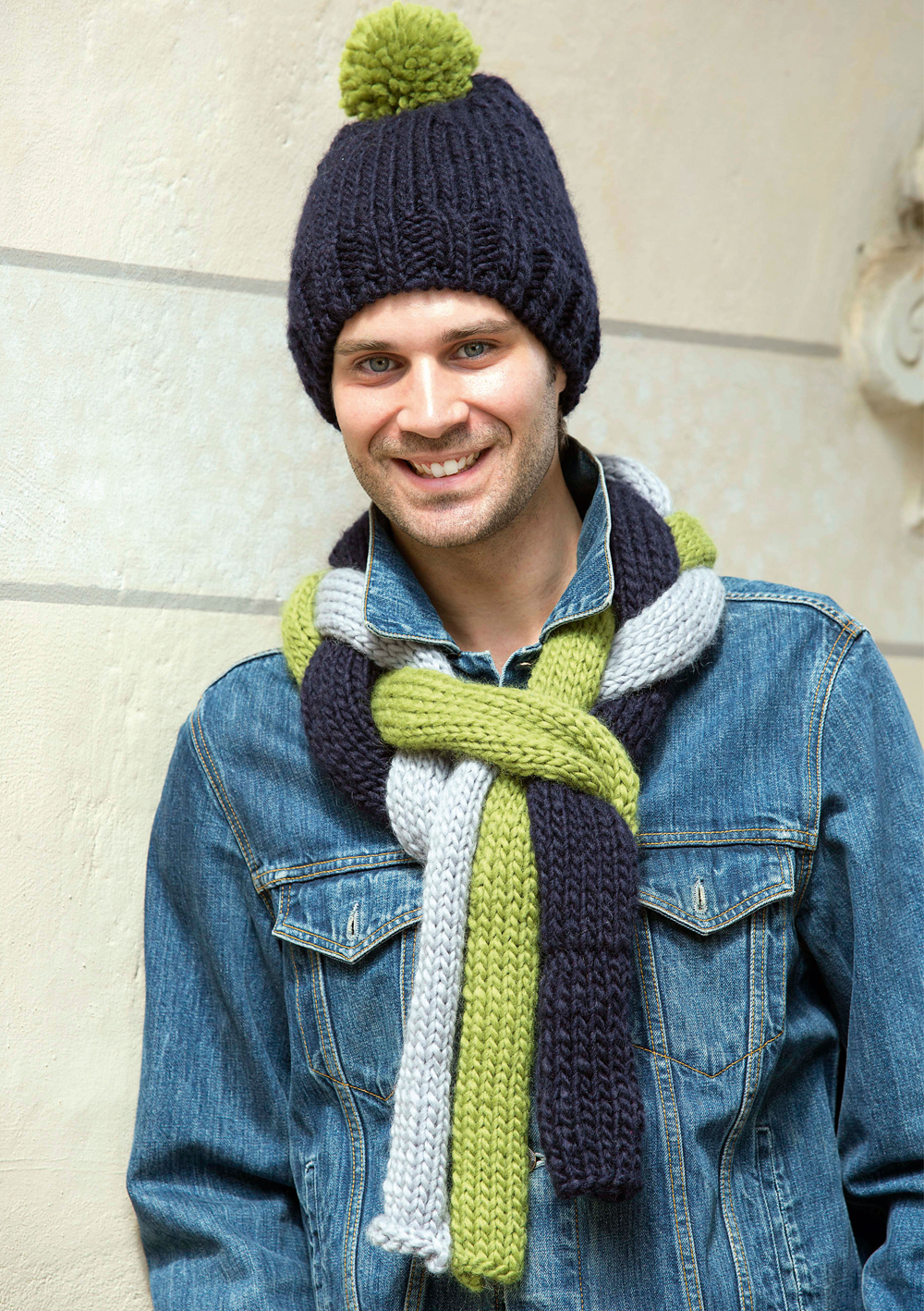 комплект из шапки и шарфа для мужчины схема вязания спицами вяжем