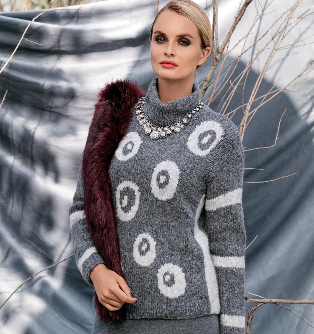 Серо-белый свитер с жаккардовым узором