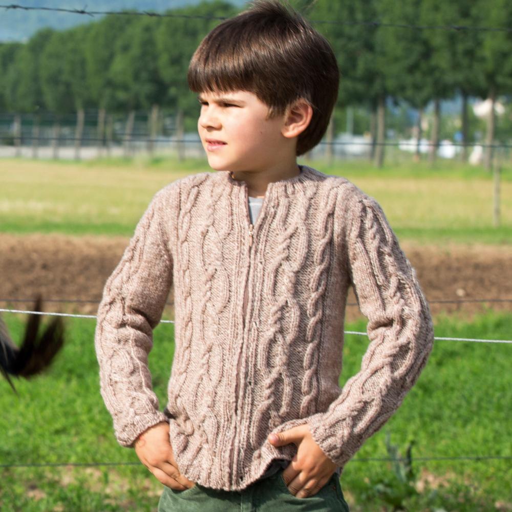 Детская кофта с рельефными узорами
