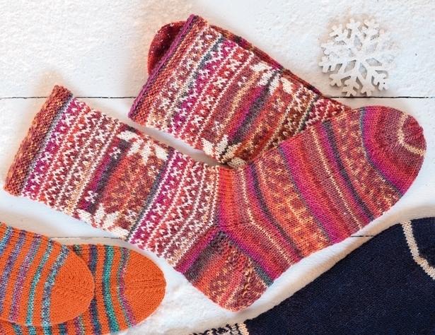 Узоры на носках вяжем спицами
