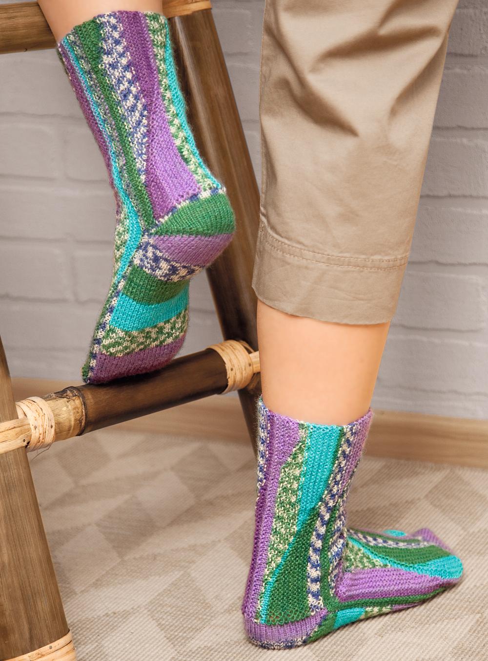 Необычное вязание носков спицами