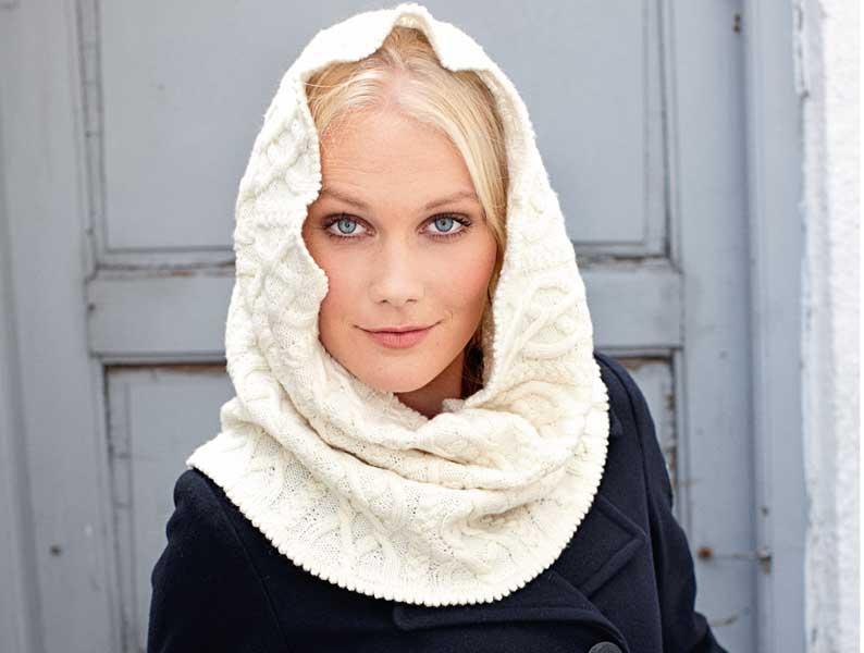 Шарф-труба и перчатки с узором из кос спицами от дизайнера Кате фог. фото шарф труба