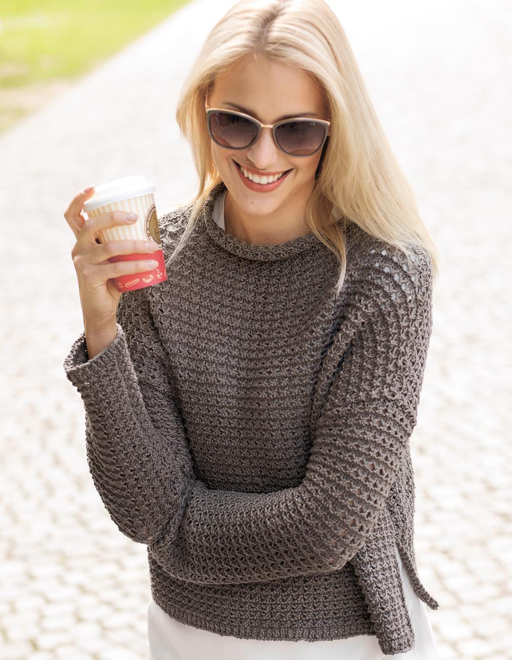 Модный женский пуловер спицами
