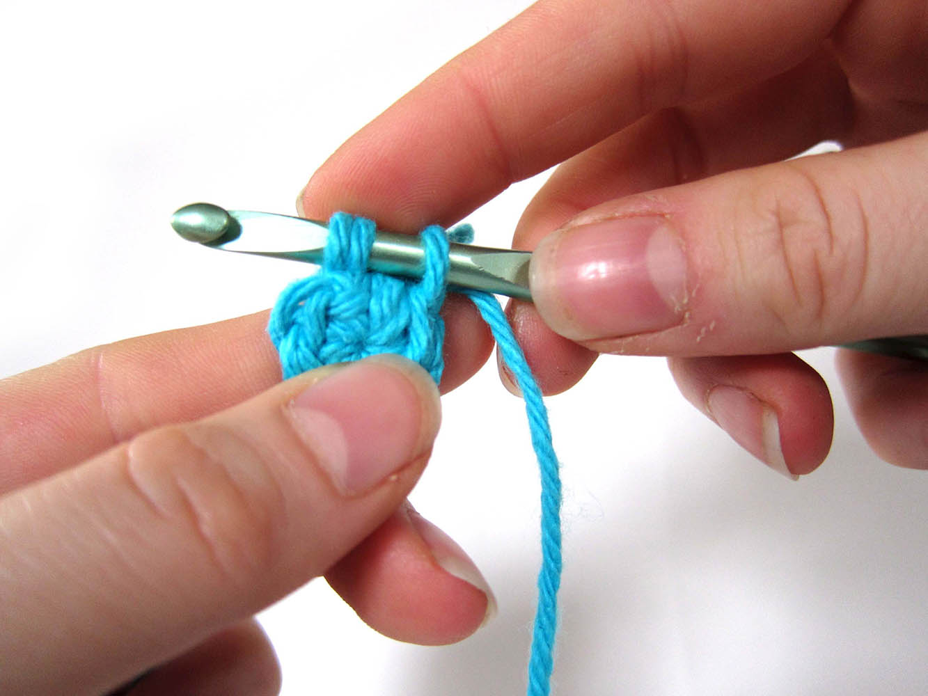 Крючок как вязать вытянутыми петлями